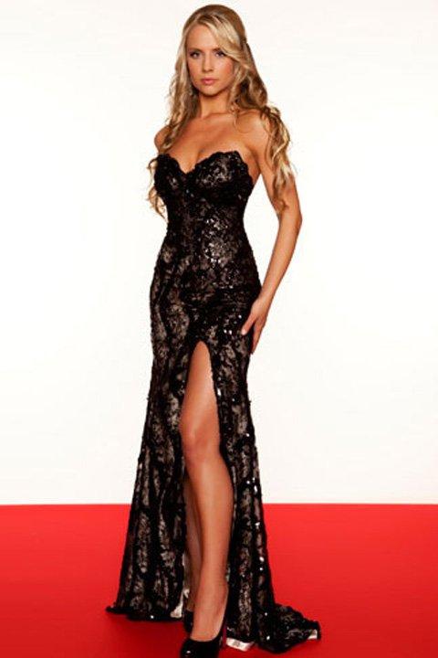 Gorsetowa suknia z rozcięciem 76414