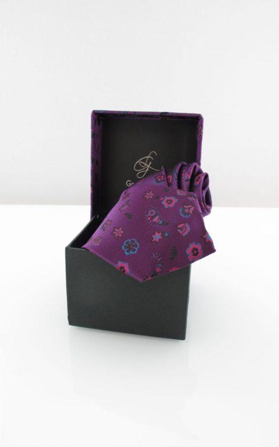 krawat w pudełku