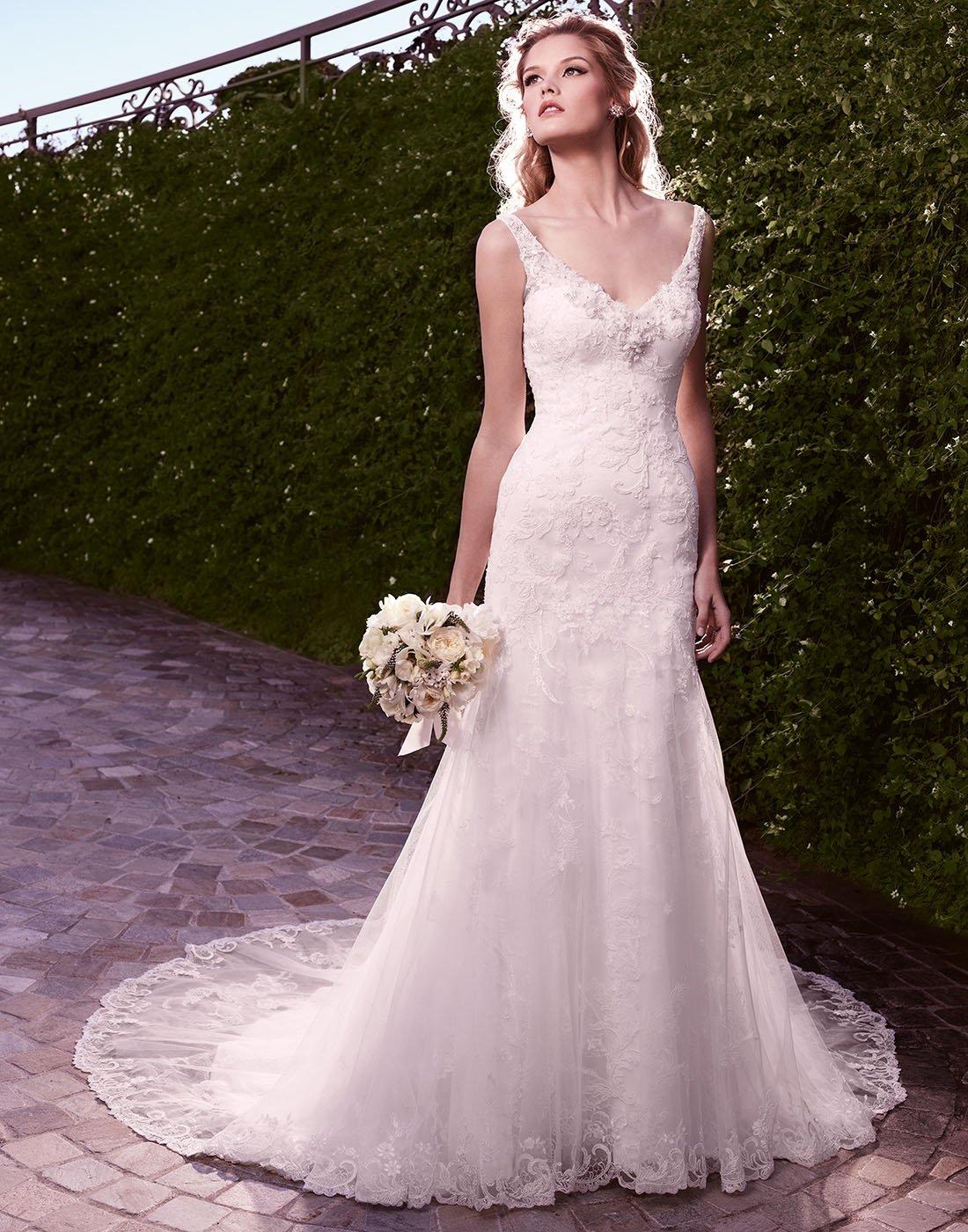 2135 Dopasowana Koronkowa Suknia ślubna Evita