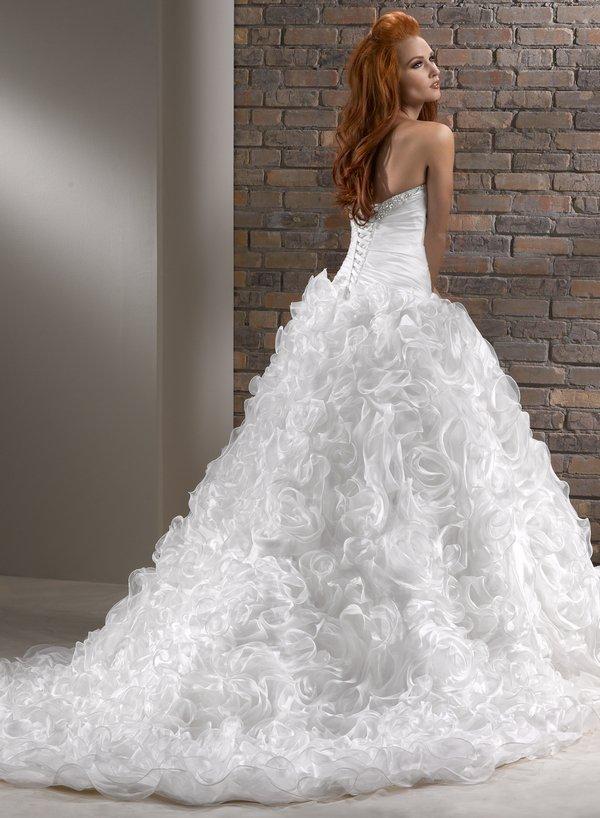 NIVIA suknia ślubna - Suknie ślubne