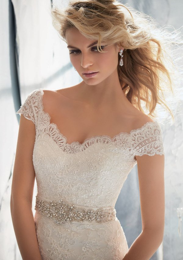 1960 koronkowa, dopasowana suknia ślubna - Suknie ślubne