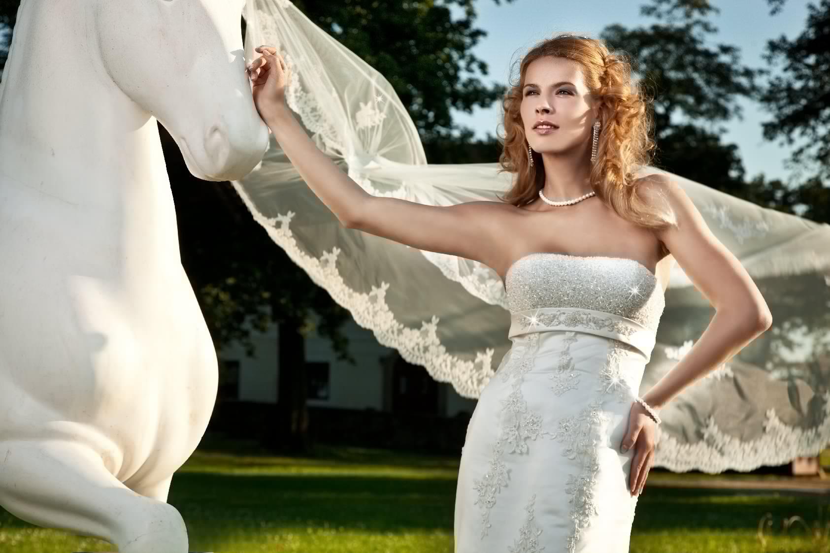 Isidore - Suknie ślubne