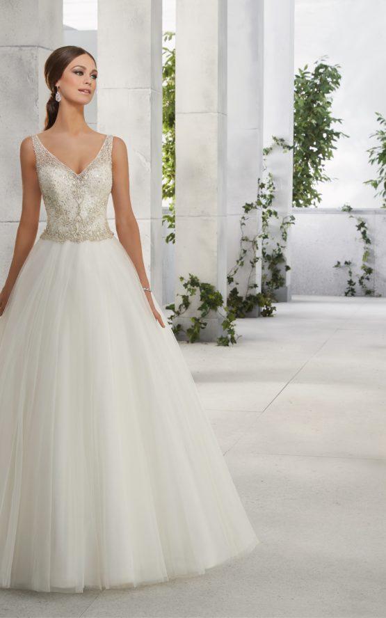 Suknia ślubna ze zdobionym dekoltem 51212