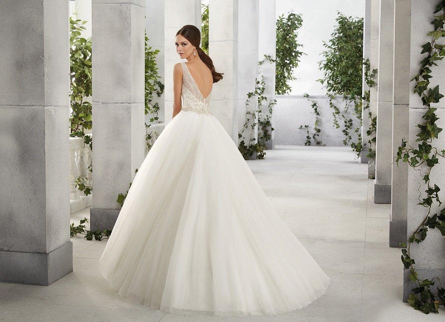 Suknia ślubna ze zdobionym dekoltem 51212 - Suknie ślubne