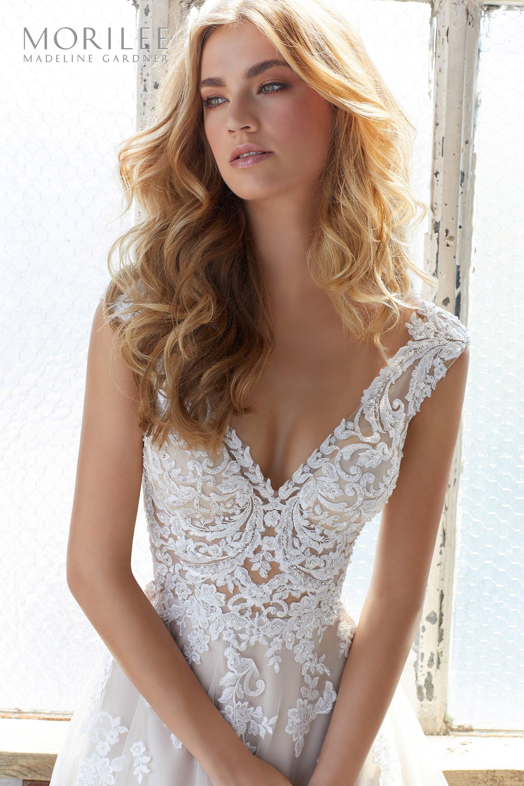 8206 - Suknie ślubne